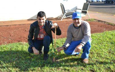 Em Dia do Meio Ambiente, jardineiro do HURSO é homenageado