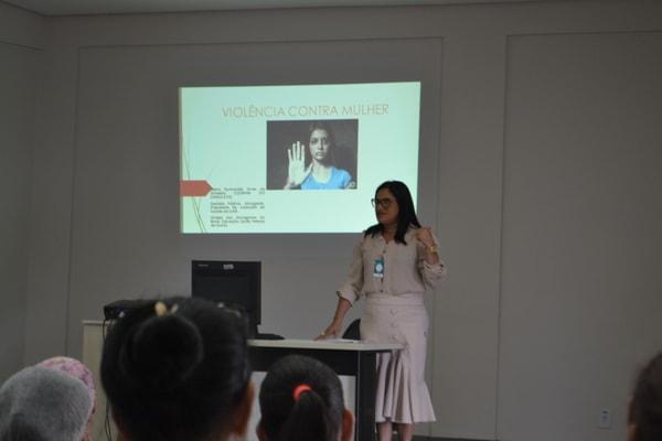 HURSO promove palestra para a eliminação da violência contra a mulher