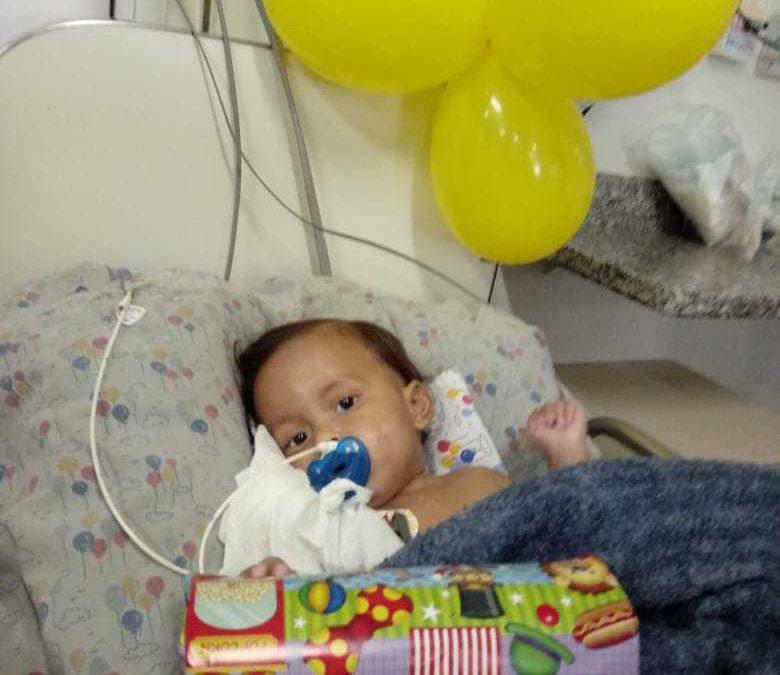 HURSO celebra aniversário de bebê internado na UTI