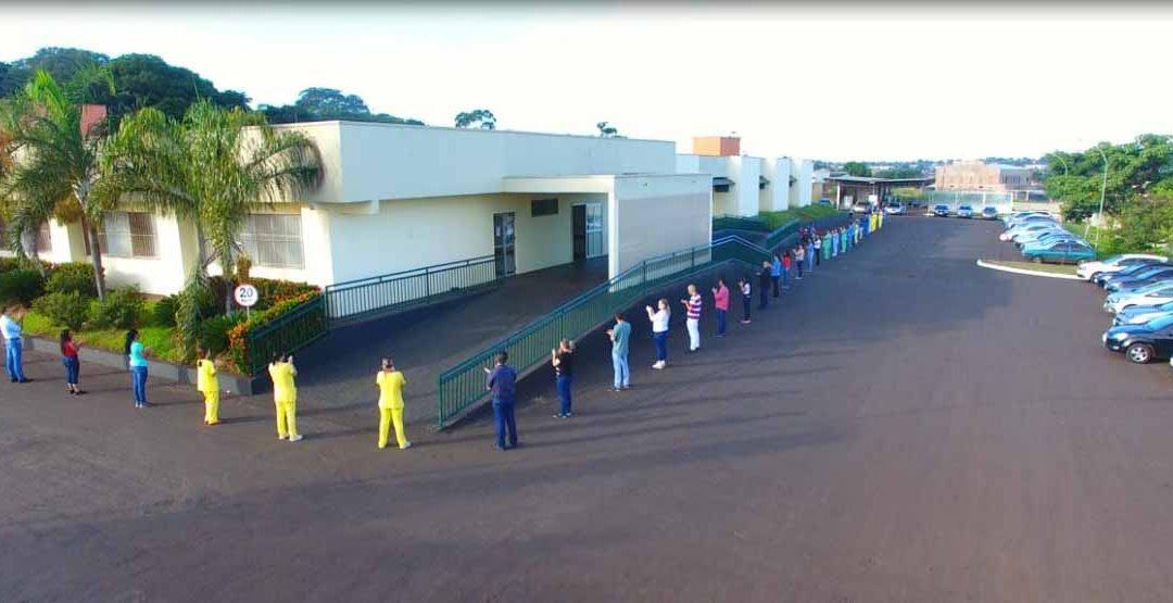 Profissionais do HURSO abraçam o Hospital em comemoração ao Dia Mundial da Saúde