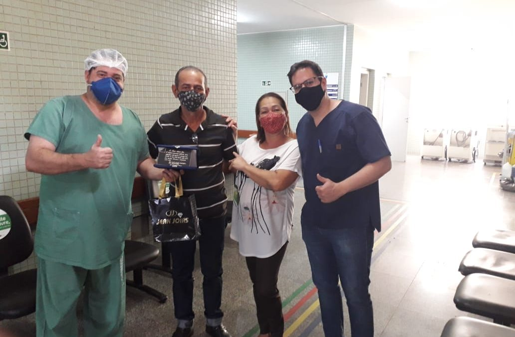 Após alta médica, paciente agradece médicos do HURSO